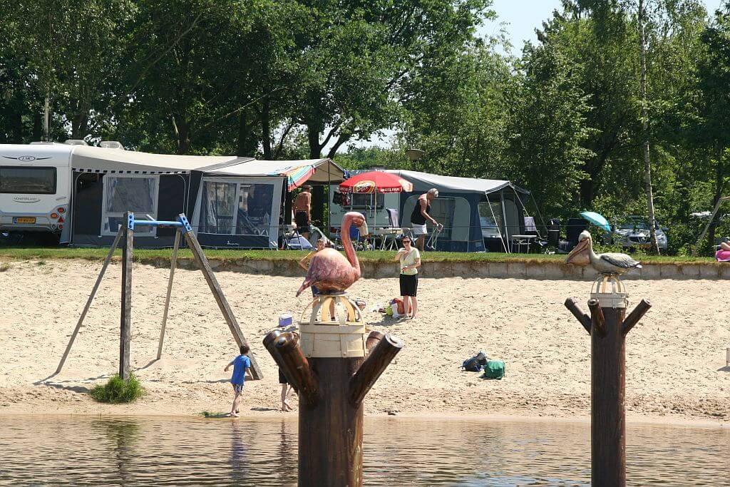 Gezinscamping in Ommen met unieke strandvakantie - Gezinscamping in Ommen