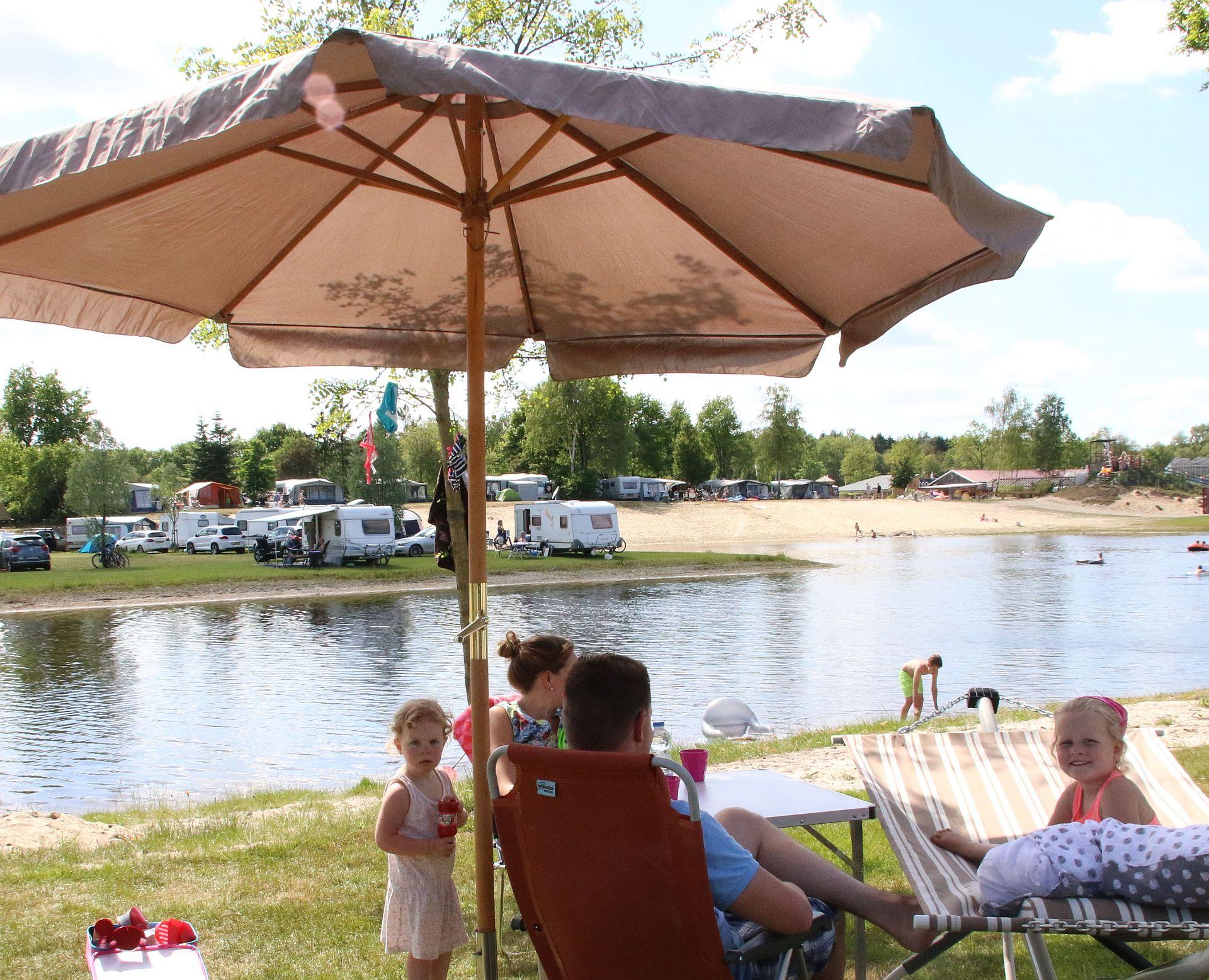 Kamperen in juni bij Vakantiepark het Stoetenslagh