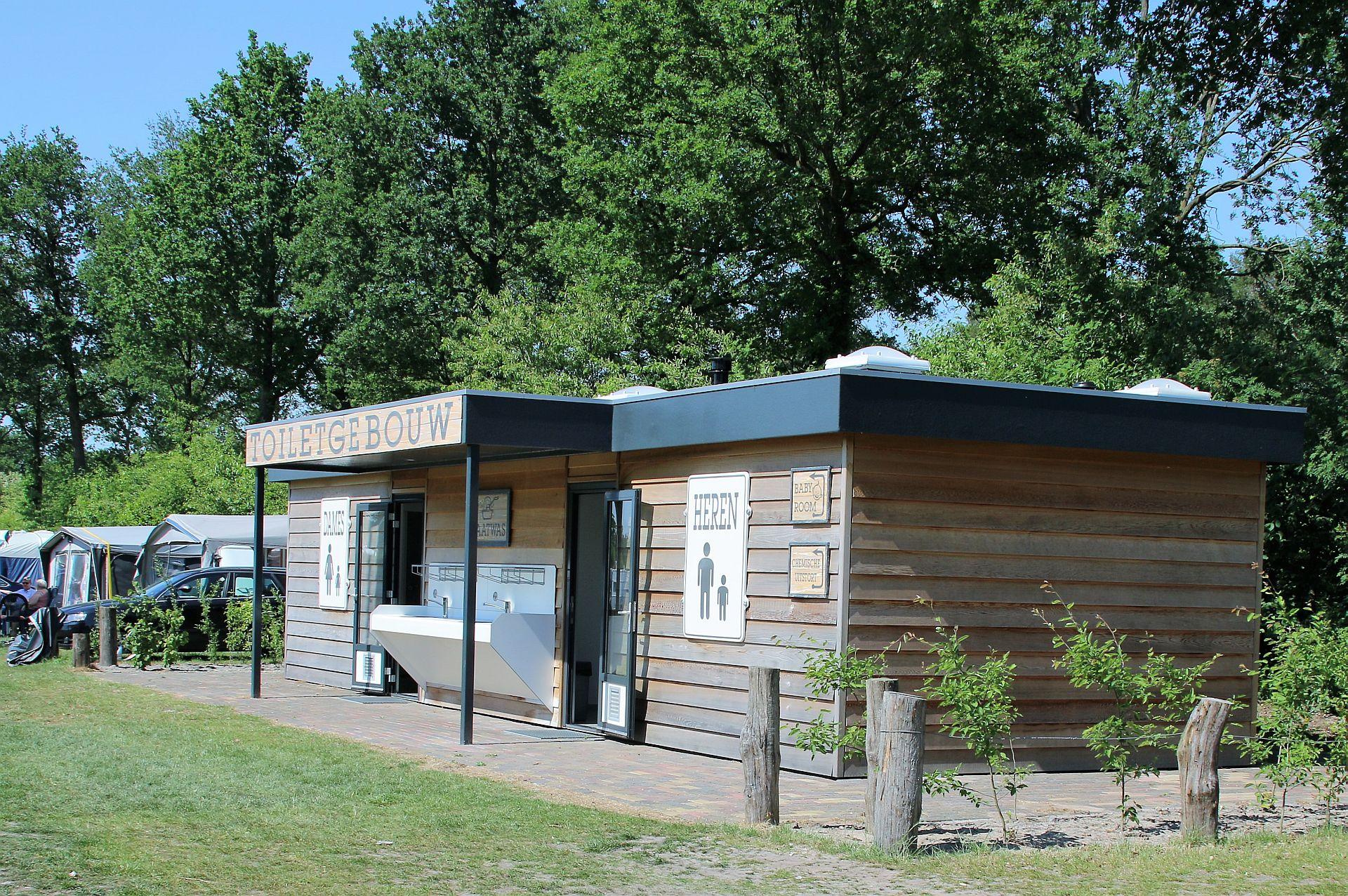 Sanitairgebouwen op camping het Stoetenslagh -