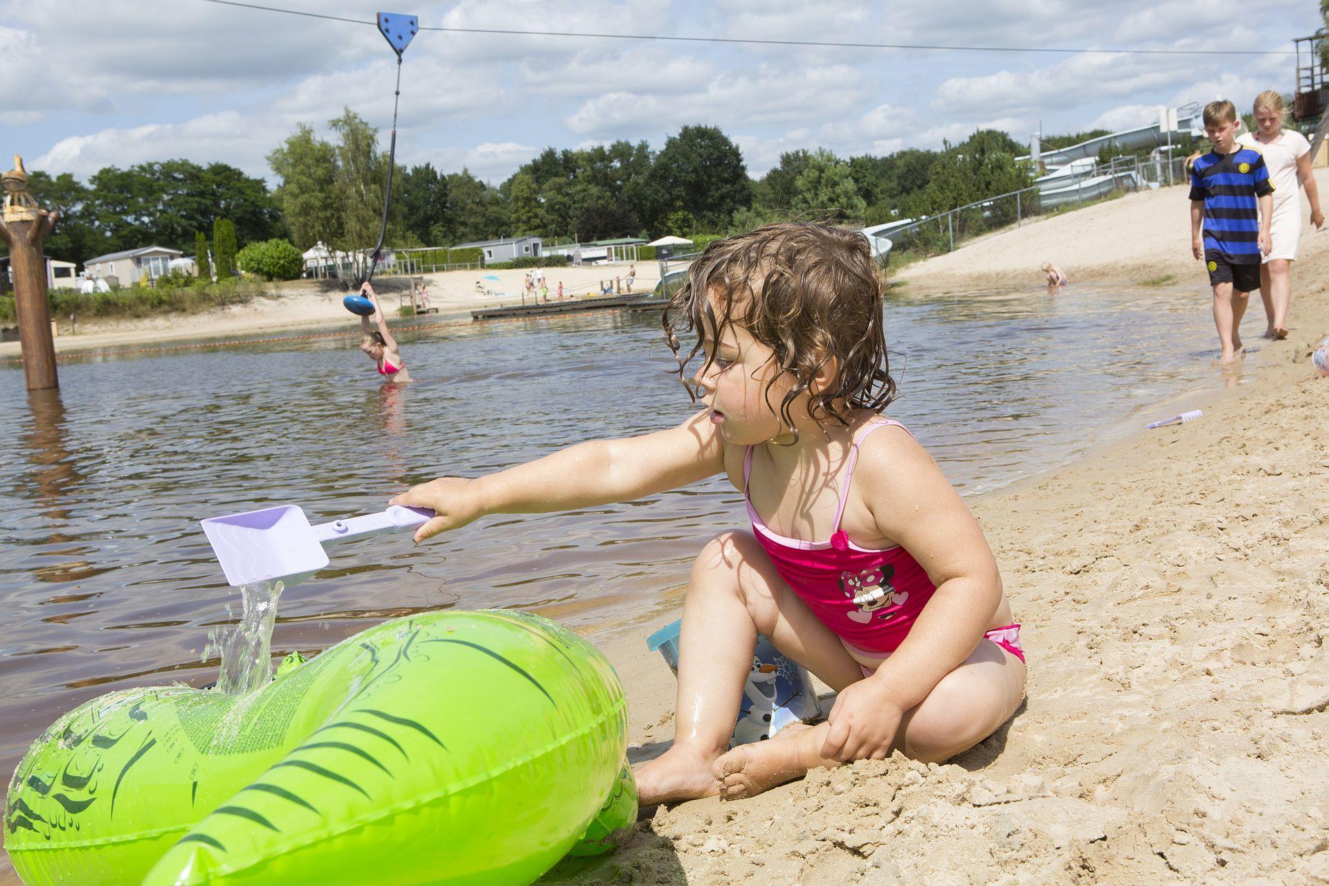 Kamperen met peuter in Hardenberg aan het strand - kamperen met peuter in Hardenberg